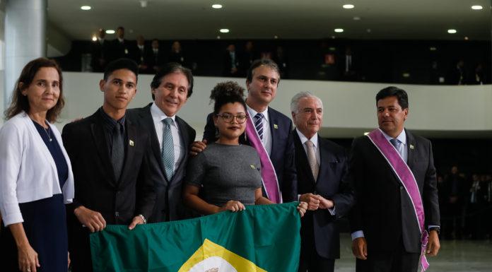 Camilo é agraciado com a maior comenda da Educação brasileira