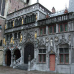 800px Basilica_of_the_Holy_Blood_ _Saint Baselius_Chapel,_Bruges,_Belgium.