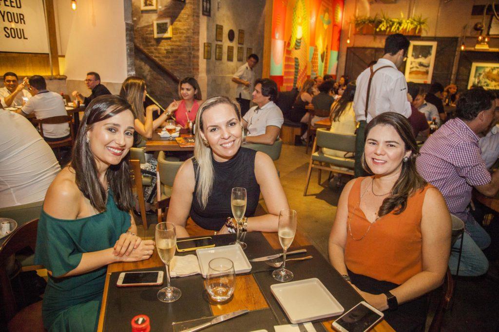 Evelane Arrais, Roberta Flores E Camila Cunha (2)