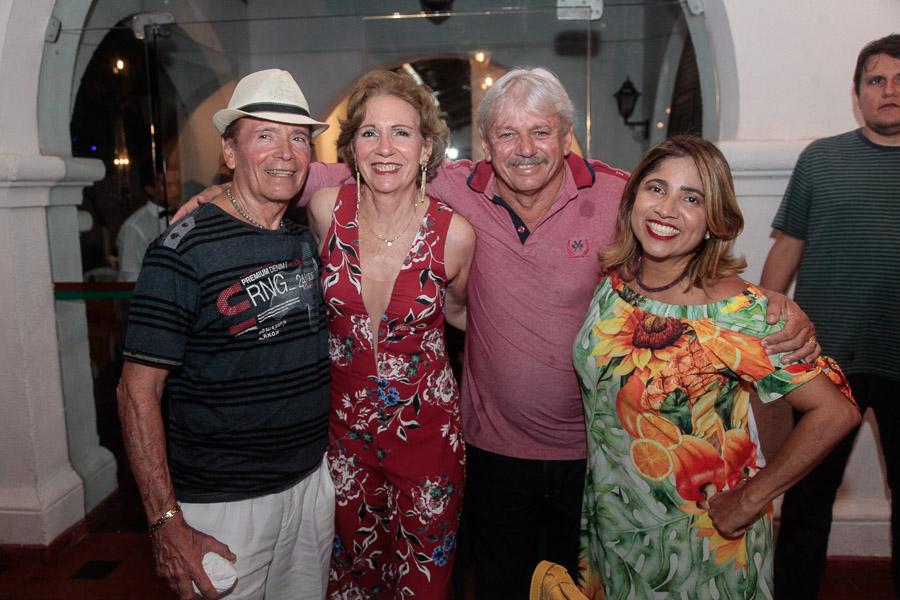 Carlinhos-Gaspar-Suzana-Gaspar-Gilsá-e-Samia-Araújo-3 Paulinho da Viola emociona plateia do Ideal Clube