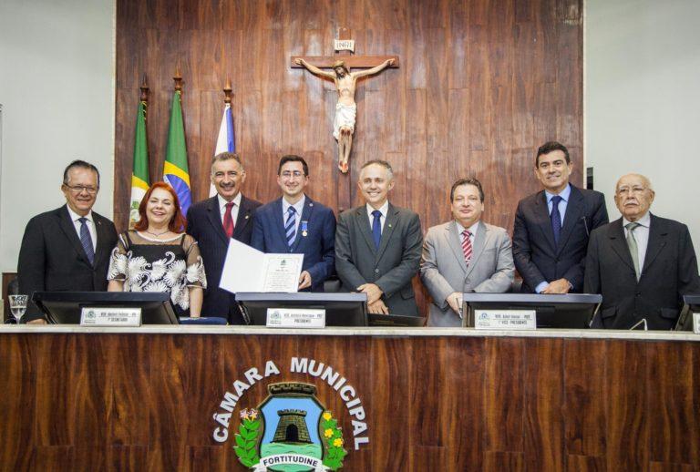 Jurista Roberto Victor Pereira Ribeiro recebe a Medalha Boticário Ferreira