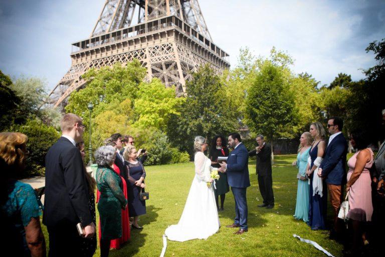 Ingrid e Robson Magalhães renovam os votos de casamento em Paris