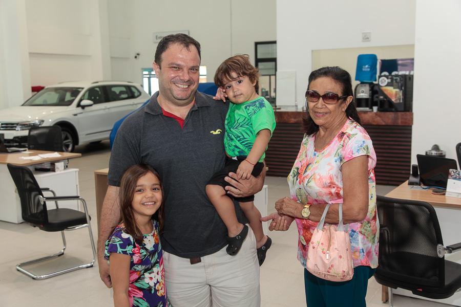 Márcio-Souza-Angela-Gadelha-Aline-Teixeira-Natália-Uchoa-e-Nadson-Sampaio-20-2 Volkswagen Meira Lins promove brunch junino com ofertas exclusivas