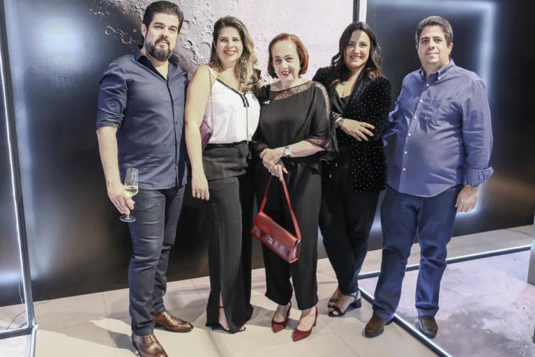 Tânia Joias e Ômega abrem expo sobre os 50 anos da chegada do homem à Lua