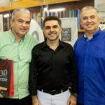 """Russen Moreira Isaac Furtado e Régis Moreira 150x150 - Isaac Furtado lança seu terceiro livro, """"Caderno 53"""""""