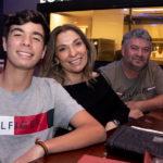 Marcos Vinícios Veridiana Araújo e Fábio Machado 150x150 - Hard Rock Cafe recebe primeira eliminatória do Viva Rock Latino
