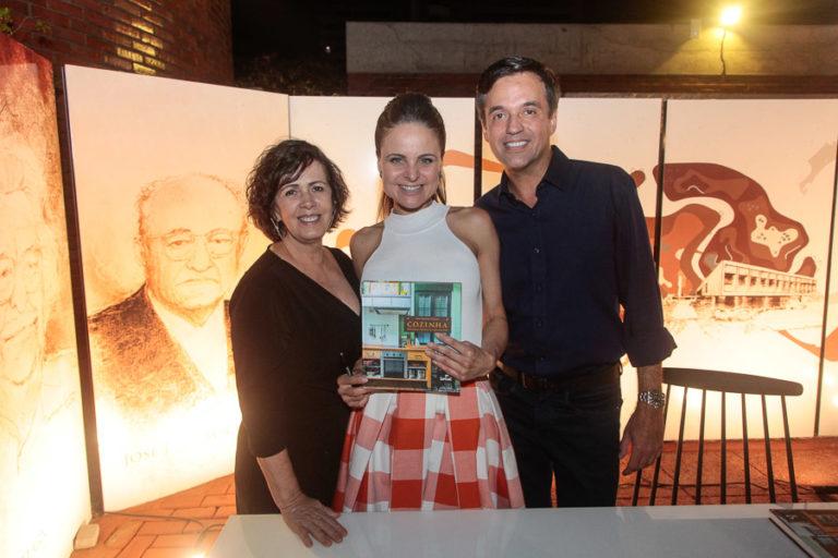 """Ana Virginia Furlani lança o livro """"Cozinha: do Fogo Aberto ao Século XXI"""""""