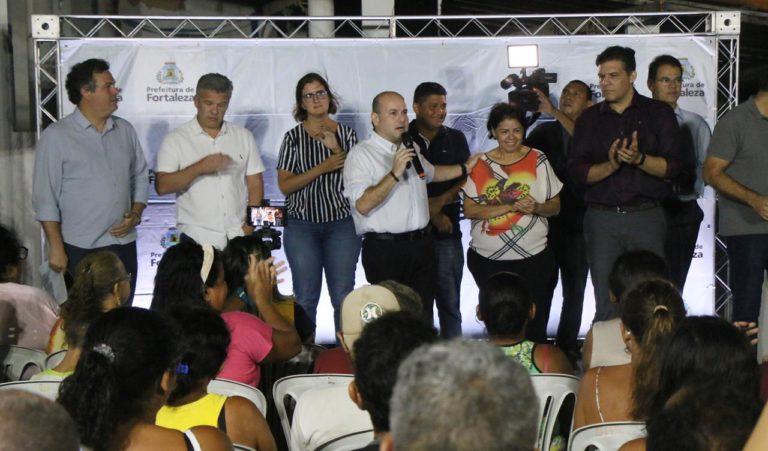 Prefeito Roberto Cláudio apresenta projeto de requalificação a moradores do Serviluz