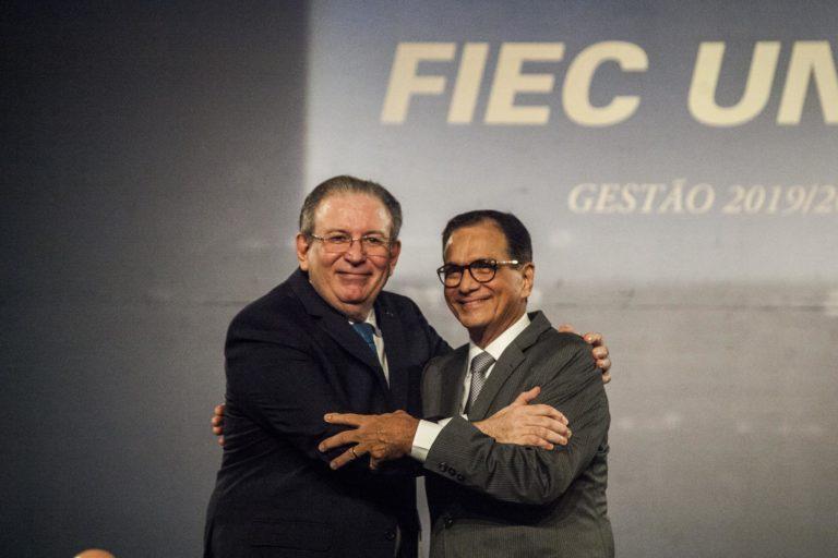 Ricardo Cavalcante é empossado presidente da FIEC