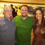 Ciro Gomes Adriano Nogueira e Gisele Bezerra 2 150x150 - Ciro Gomes ganha aniversário surpresa no Pipo Restaurante