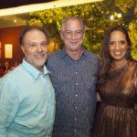 José Carlos Pontes Ciro Gomes e Gisele Bezerra 150x150 - Ciro Gomes ganha aniversário surpresa no Pipo Restaurante