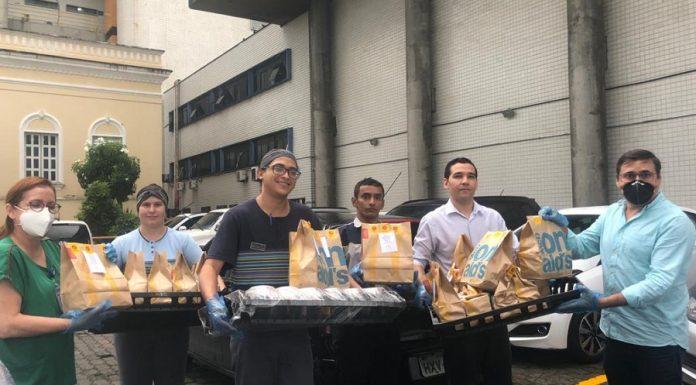 McDonald's Em Doação De Lanches