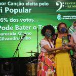 Vencedoras Do Juri Popular Adna Oliveira E Aparecida Silvino Com Antonio Henrique